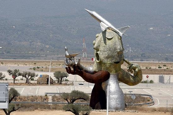 20130228152142-estatua-aeropuerto-castellon.jpg