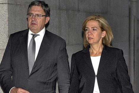 Carlos García Revenga, con la Infanta Cristina en una imagen de archivo. | Foto Gtres.