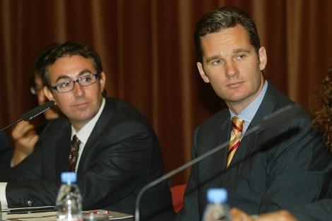 Urdangarin (dcha.) y su socio Torres, en 2004, en un acto de patrocinio deportivo en ESADE. | S. C.